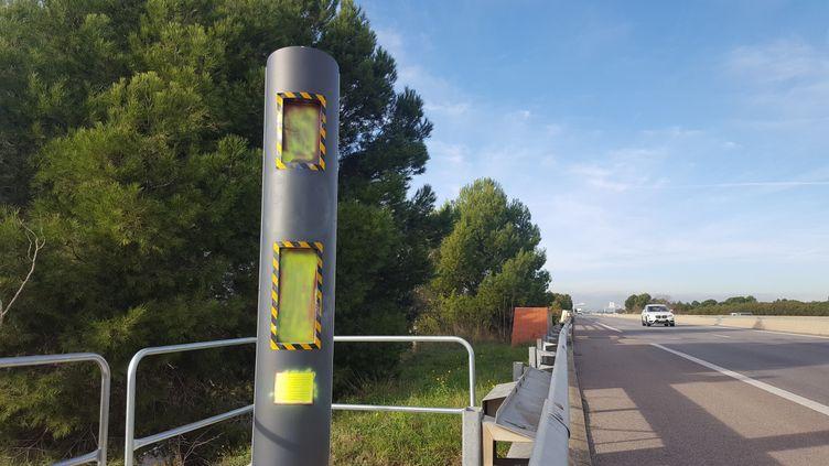 Un radar tagué dans les Pyrénées-Orientales, le 30 novembre 2018. (SÉBASTIEN BERRIOT / FRANCE-BLEU ROUSSILLON)
