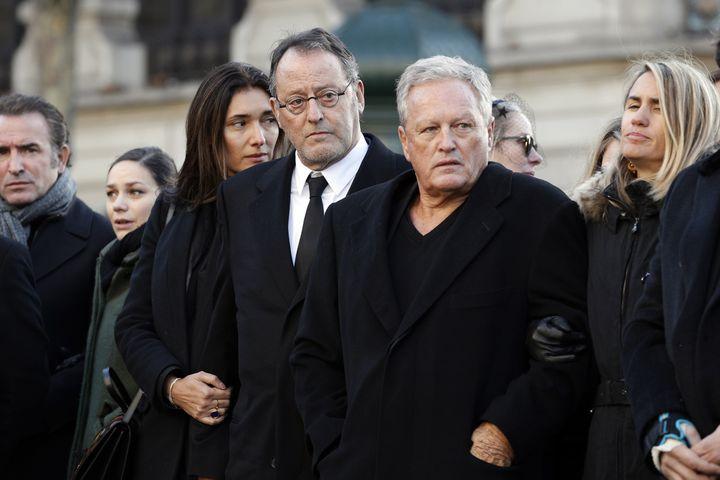 Jean Reno et André Boudou, lors des funérailles de Johnny Hallyday, le 9 décembre 2018, devant l'église de La Madeleine, à Paris. (YOAN VALAT / AFP)