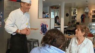À Montpellier (Hérault), un restaurant propose des menus spécialement composés pour les personnes diabétiques qui souhaitent malgré tout se faire plaisir. (FRANCE 3)