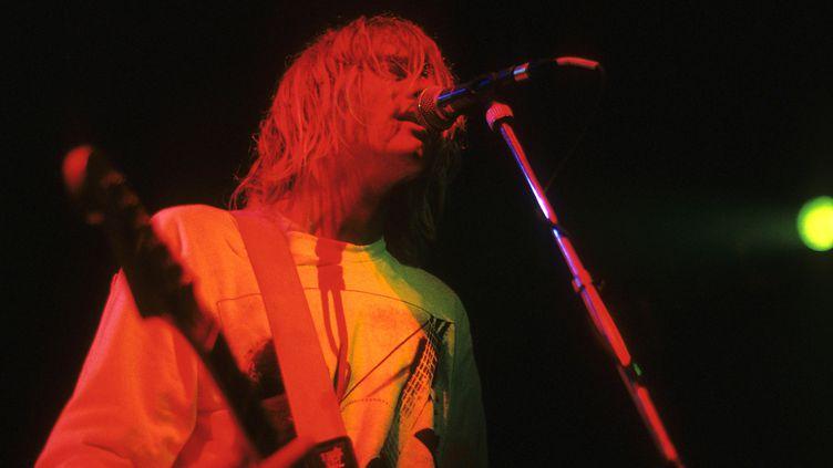 Kurt Cobain du groupe Nirvana sur scène à l'Astoria Theater à Londres, le 5 novembre 1991 (RUDI KEUNTJE/GEISLER-FOTOPRESS / GEISLER-FOTOPRESS)