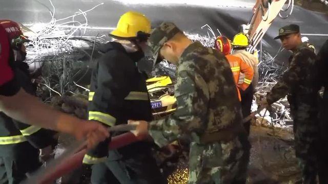 L'impressionnant effondrement d'un pont en Chine