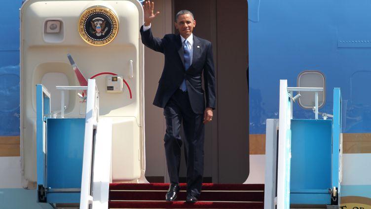Le président américain Barack Obama descend de Air Force One, à Tel-Aviv (Israël), le 20 mars 2013. (JACK GUEZ / AFP)