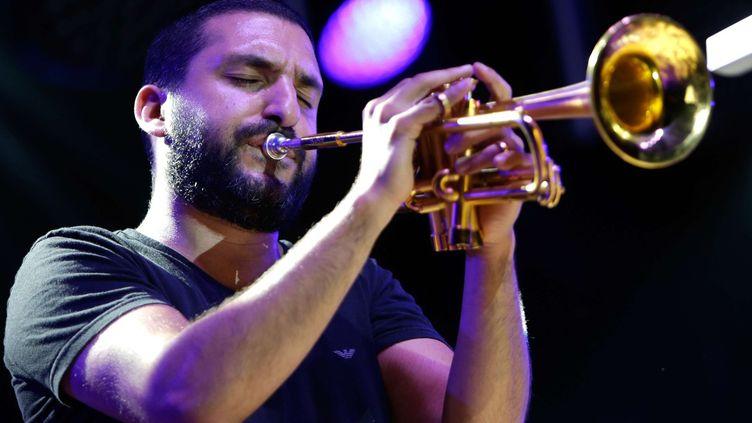 Le trompettiste de jazz Ibrahim Maalouf sur scène à Marseille en juillet 2016  (Claude Paris/AP/SIPA)