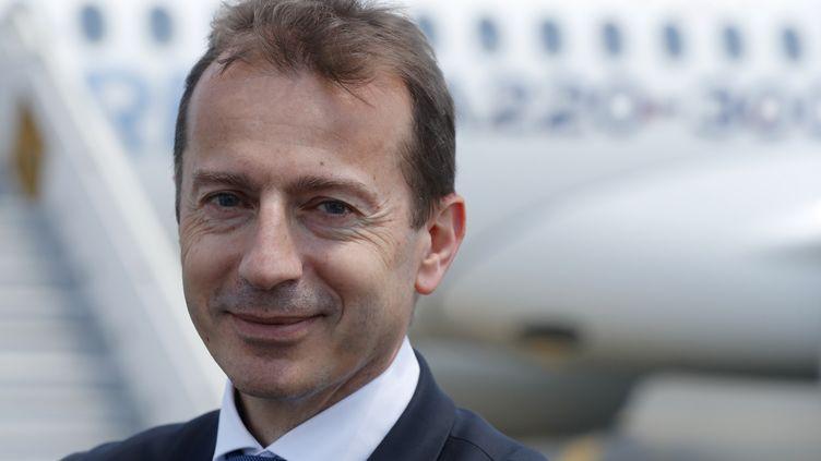 L'actuel patron des activités d'avions commerciaux d'Airbus, Guillaume Faury (ci-contre), a été désigné lundi par le conseil d'administration du géant aéronautique pour succéder à Tom Enders au printemps. (GUILLAUME HORCAJUELO / EPA)