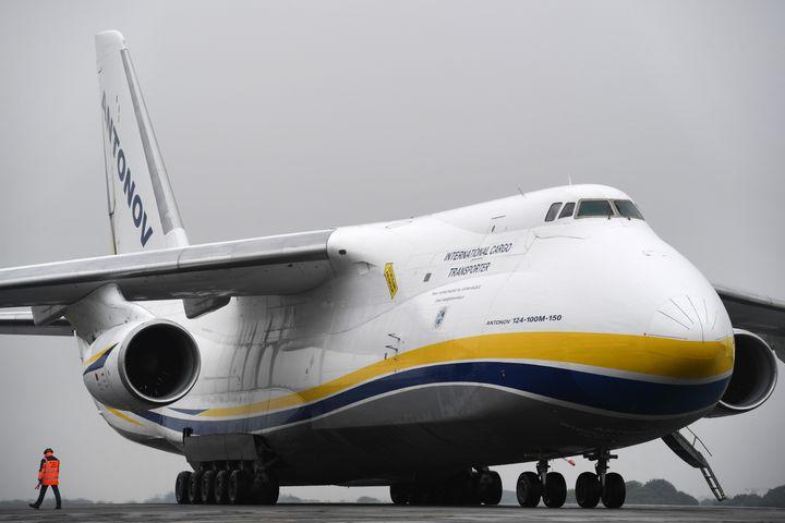 L'Antonov An-124 est l'un des plus gros avions cargo au monde. (FRED TANNEAU / AFP)