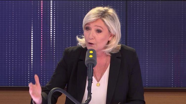 """Marine le Pen, présidente du Rassemblement national, invitée du """"8h30 Fauvelle-Dély"""", lundi 20 mai 2019. (FRANCEINFO / RADIOFRANCE)"""