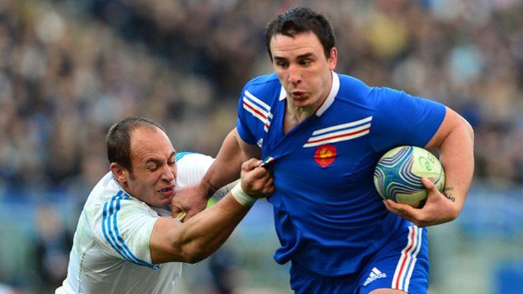 Louis Picamoles face à Sergio Parisse (GABRIEL BOUYS / AFP)