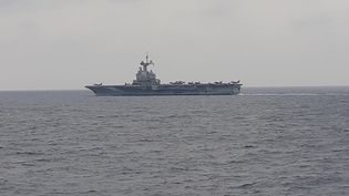 """Le porte-avions """"Charles de Gaulle"""" en mission en Méditerranée orientale, au large des côtes syriennes, mi-mars 2019. (FRANCK COGNARD / RADIO FRANCE)"""