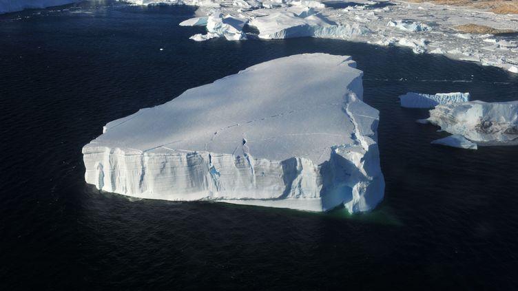Photographie aérienne d'un iceberg dans l'Antarctique, le 1er mars 2014. (ZHANG JIANSONG / CHINE NOUV / SIPA / XINHUA)