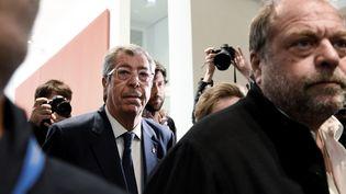 Le maire de Levallois-Perret (Hauts-de-Seine), Patrick Balkany, et son avocat, Eric Dupond-Moretti, le 13 mai 2019 au palais de Justice de Paris. (BERTRAND GUAY / AFP)