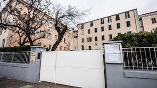 Une école fermée à Ajaccio, en Corse, en raison de l'épidémie de coronavirus Covid-19, le 9 mars 2020. (ANGELE RICCIARDI / AFP)