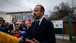 Le Premier ministre Edouard Philippe sur le site de l'usine Lubrizol, le 30 septembre 2019 à Rouen. (LOU BENOIST / AFP)
