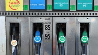 Le superéthanol n'est proposé que dans 1 000 stations-service en France, comme ici dans la banlieue de Bordeaux. (PIERRE ANDRIEU / AFP)