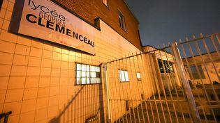 La porte du lycée Georges Clémenceau, à Villemombre, en Seine-Saint-Denis, lundi 25 novembre 2019. (DOMINIQUE FAGET / AFP)