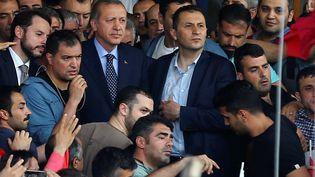 Le président turc Recep Tayyip Erdogan à son retour à l'aéroport Ataturk d'Istanbul, le 16 juillet 2016, après une tentative de coup d'Etat. (HUSEYIN ALDEMIR / REUTERS)