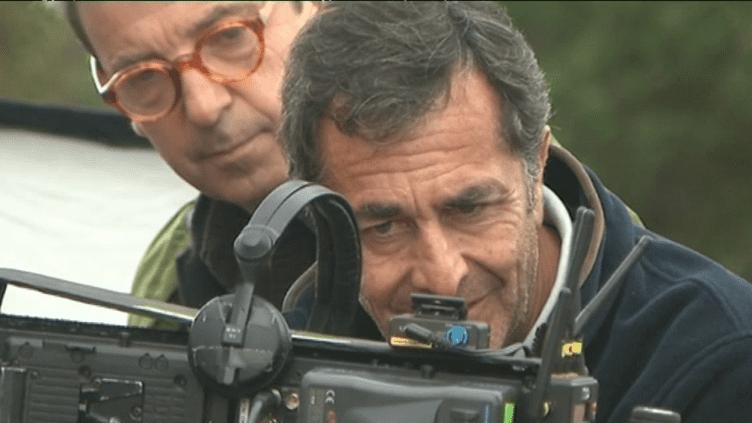 """Le réalisateur Nicolas Vanier sur le tournage de son dernier film """"Donne-moi des ailes"""" dans l'Oise.  (Culturebox - capture d'écran)"""