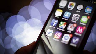 Selon TechCrunch, certaines applications enregistrent à leur insu l'activité des usagers. (JAAP ARRIENS / NURPHOTO / AFP)
