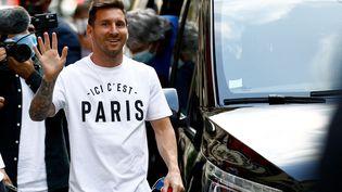 L'ex-barcelonais Lionel Messi aux abords du Parc des Princes, mardi 10 août 2021. (SAMEER AL-DOUMY / AFP)
