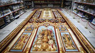 Le tapis de Notre-Dame de Paris, crée sous Louis-Philippe, a été sauvé et va être restauré (ici dans les réserves du Mobilier national à Paris, le 12 septembre 2019) (STEPHANE DE SAKUTIN / AFP)