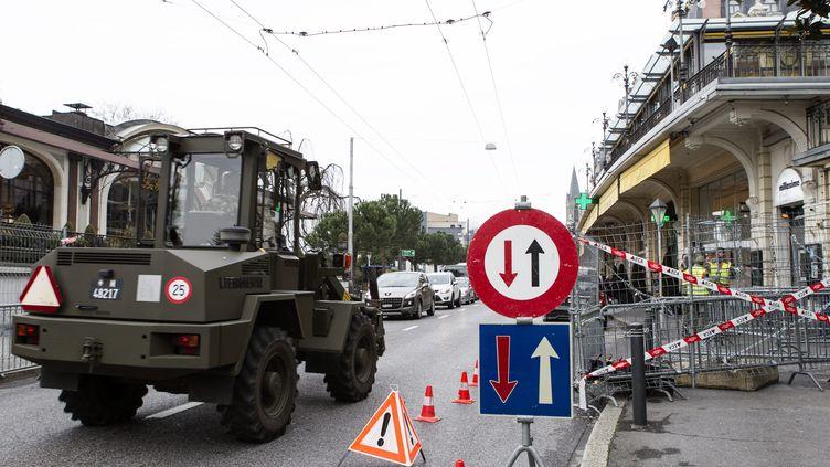 Le dispositif de sécurité est installé, à Montreux (Suisse),le 18 janvier 2014, avant la conférence de paix sur la Syrie, prévue le 22 janvier. (  MAXPPP)