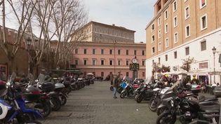 La crise du Covid-19 perturbe grandement l'Italie. Écoles fermées, commerces désertés : quelles en seront les retombées économiques pour le pays ? (FRANCE 2)