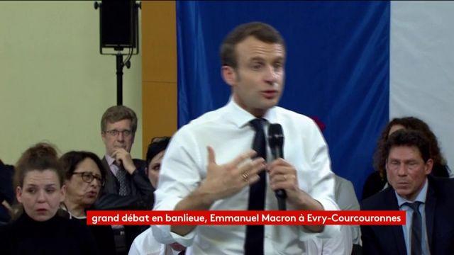 """""""Je ne crois pas du tout aux gens qui font des murs"""", lance Macron"""