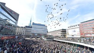 Des milliers de Suédois se sont réunis à Stockholm pour dire non au terrorisme, le 9 avril 2017. (TT NEWS AGENCY / REUTERS)