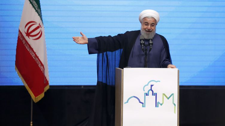 Le président iranien, Hassan Rohani, lors d'un discours à Tabriz (nord-ouest de l'Iran), le 25 avril 2018. (ATTA KENARE / AFP)