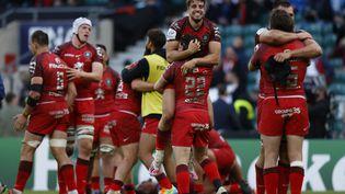La joie des Toulousains, vainqueurs de La Rochelle en finale de la Coupe d'Europe de rugby, le 22 mai 2021 à Twickenham. (ADRIAN DENNIS / AFP)