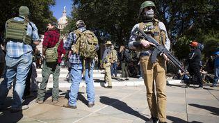 Des militants pro-armes manifestent à Austin (Texas) en soutien à Donald Trump, le 17 janvier 2021. (MATTHEW BUSCH / AFP)