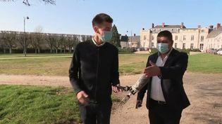 Le ministre de l'intérieur, Gérald Darmanin, a annoncé mardi 24 février l'envoi de renforts à Saint-Chéron et Boussy-Saint-Antoine (Essonne), où des rixes ont couté la vie à deux adolescents en début de semaine. Le département est le plus touché de France par le phénomène des bandes violentes. (France 2)