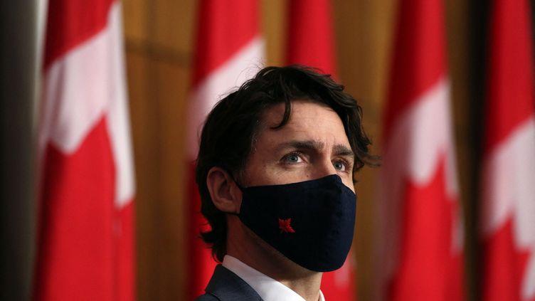 Le Premier ministre canadien, Justin Trudeau, lors d'une conférence de presse à Ottawa (Canada), le 16 avril 2021. (DAVE CHAN / AFP)