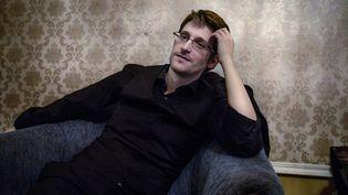 """Edward Snowden lors d'une interview accordé au quotidien suédois """"Dagens Nyheter"""", à Moscou (Russie), le 21 octobre 2015. (LOTTA HARDELIN / DAGENS NYHETER / AFP)"""