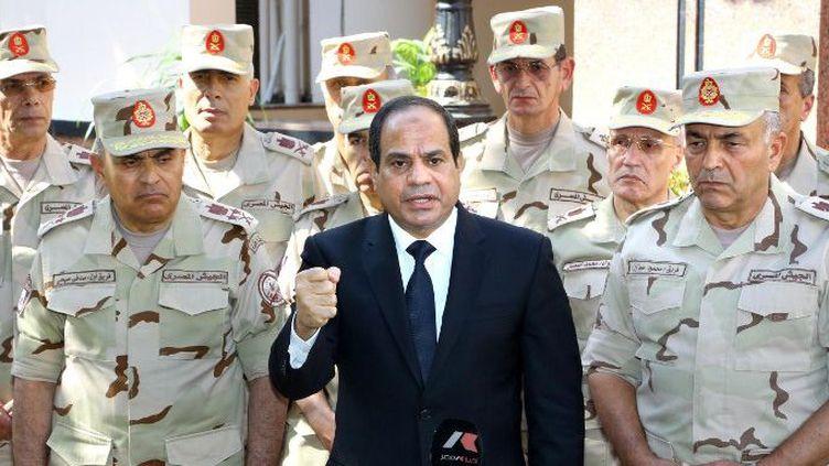 Le président égyptien al-Sissi et ses généraux le 25 octobre 2014 (Présidence égyptienne/AFP)