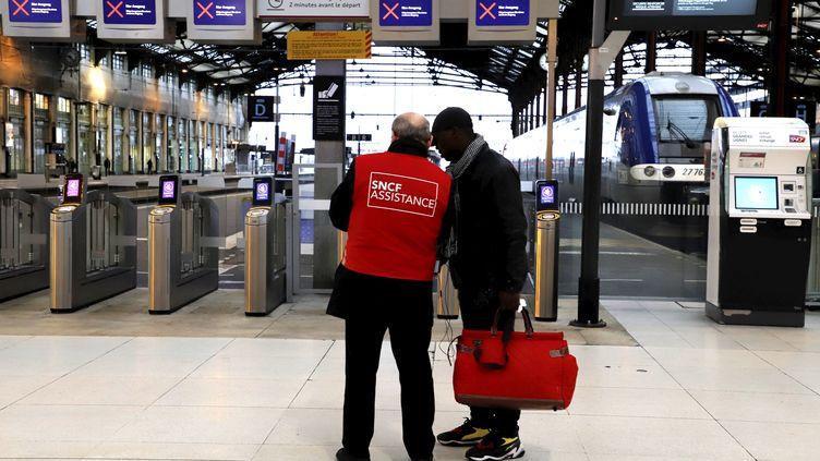 Grève des transports à la gare de Lyon à Paris, le 9 janvier 2020. (MAXPPP)