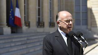 Le ministre de l'Intérieur Bernard Cazeneuve lors d'une conférence de presse au palais de l'Elysée, à Paris, le 27 juin 2015. (ALAIN JOCARD / AFP)