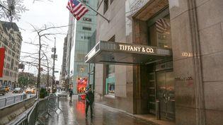 Un magasin du joaillier Tiffany, à New York (Etats-Unis), le 18 novembre 2019. (NICOLAS ECONOMOU / NURPHOTO / AFP)