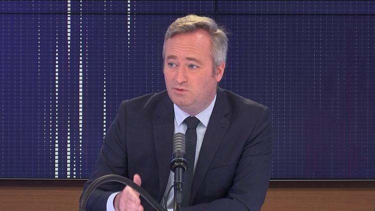 """Jean-Baptiste Lemoyne,secrétaire d'État chargé du Tourisme était l'invité du """"8h30 franceinfo"""", mercredi 7 juillet 2021. (FRANCEINFO / RADIOFRANCE)"""