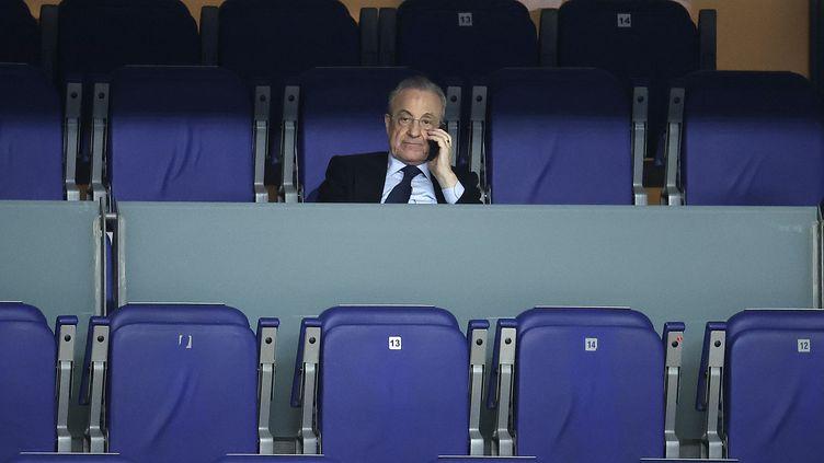Le patron du Real Madrid Florentino Perez est au coeur d'une polémique grandissante au sein de son club. (BURAK AKBULUT / ANADOLU AGENCY / AFP)