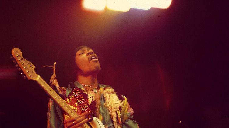 Jimi Hendrix en concert le 24 février 1969 au Royal Albert Hall de Londres (Grande-Bretagne). (DAVID REDFERN / REDFERNS/ GETTY)