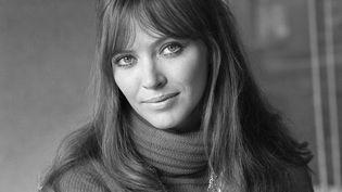 """Anna Karina lors du tournage du téléfilm """"L'Affaire Martine Desclos"""". (GEORGES GALMICHE / INA / AFP)"""
