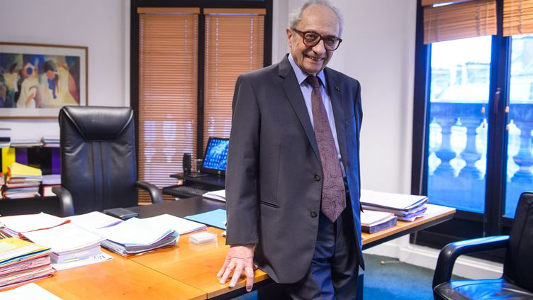 Le président de la Commission nationale des comptes de campagne et des financements politiques (CNCCFP), François Logerot, à Paris, le 19 février 2018. (MAXPPP)
