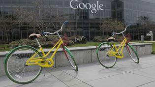 Le siège de Google à Mountain View, en Californie (Etats-Unis), le 15 mars 2013, où des vélos sont mis à la disposition des employés. (JEFF CHIU / AP / SIPA)