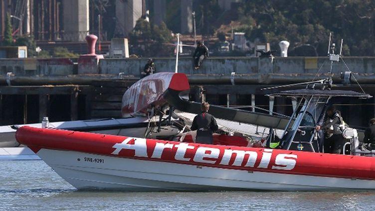 Le catamaran Artemis rentre au port après le drame