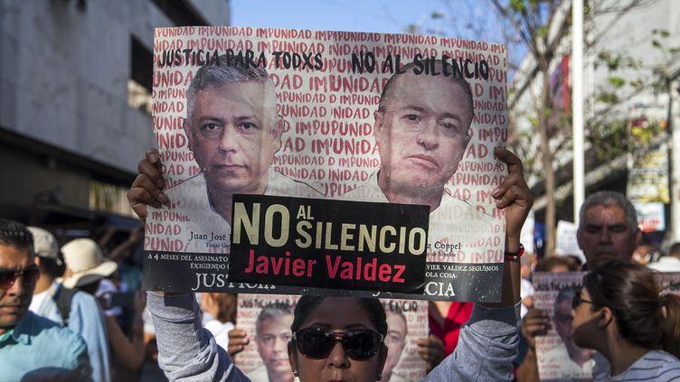 Manifestation en hommage au journaliste Javier Valdez, assassiné en mai 2017 à Culiacan, dans le Sinaloa. (RASHIDE FRIAS / AFP)