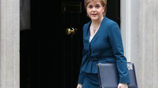 Nicola Sturgeon ouvre de nouveau la voie à un divorce. Ici, le 24 octobre 2016 devant la résidence du Premier ministre britannique à Londres (Royaume-Uni). (DANIEL LEAL-OLIVAS / AFP)