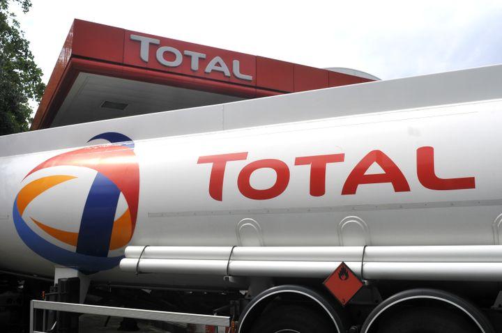 """L'entreprise pétrolière Total n'a pas payé d'impôts sur les sociétés pour une partie de ses activités, a révélé l'enquête des """"Paradise Papers"""", le 7 novembre 2017. (SERGE ATTAL / ONLY FRANCE)"""