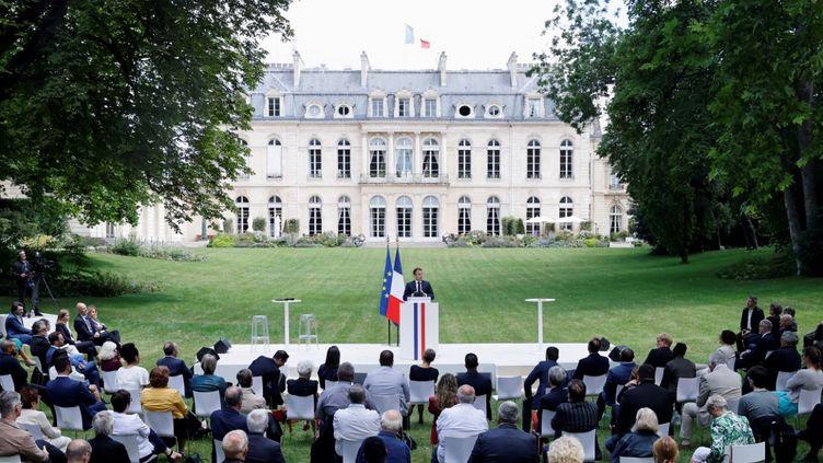 Le président de la République, Emmanuel Macron, s'exprime devant les 150 membres de la Convention citoyenne pour le climat, lundi 29 juin 2020, à Paris. (CHRISTIAN HARTMANN / POOL / AFP)