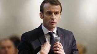 Après avoir rencontré une trentaine d'élus d'Auvergne-Rhône-Alpes, Emmanuel Macron s'est invité à un débat citoyen à Bourg-de-Péage (Drôme), le 24 janvier 2019. (EMMANUEL FOUDROT / AFP)
