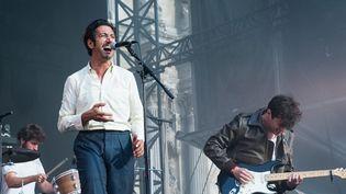 Arthur Teboul de Feu! Chatterton entouré de Raphaël et Sébastien (Clément et Antoine sont hors champ) à l'Hôtel de Ville de Paris en juillet 2016.  (David Wolff - Patrick/Redferns/Getty)